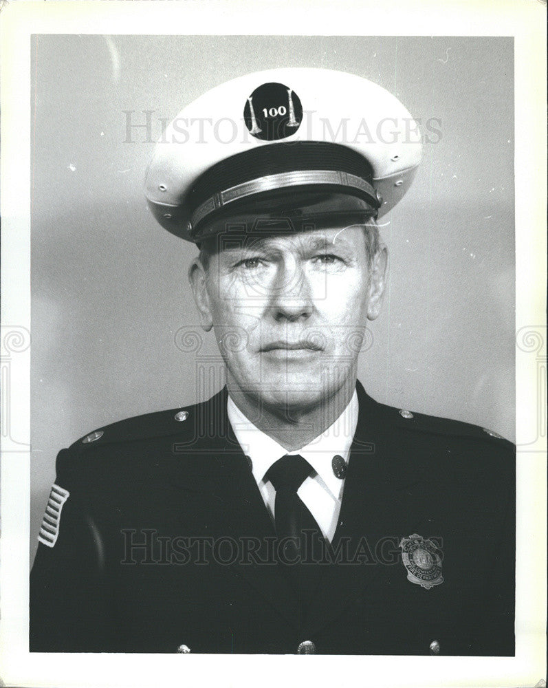 1981 Press Photo Portrait Of Charles Osterberg Fire Department District Chief - Historic Images