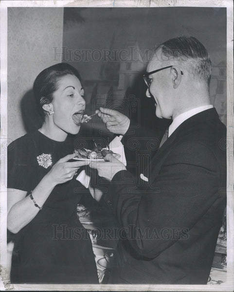 1963 Press Photo Dr Sean O'Eideain Con Gen Ireland Mrs Jane Beckman - Historic Images