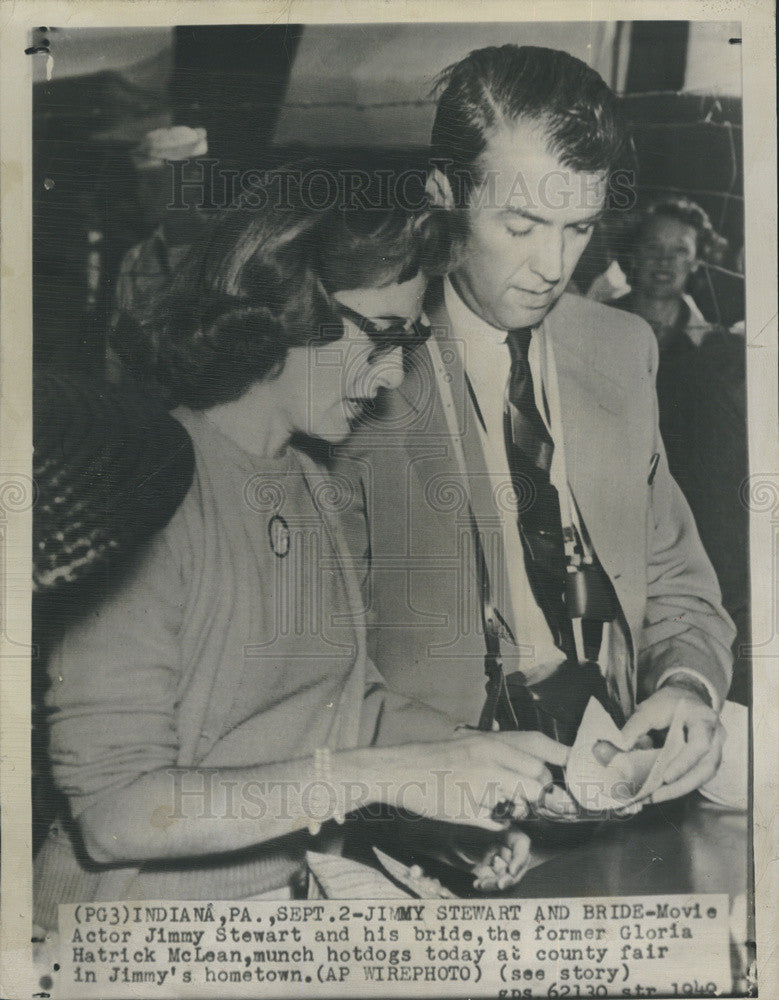 1949 Press Photo Actor Jimmy Stewart and wife Gloria Mclean county fair - Historic Images