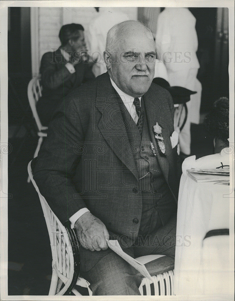 Press Photo Judge John P. O'Brien among guests at afternoon race. - Historic Images