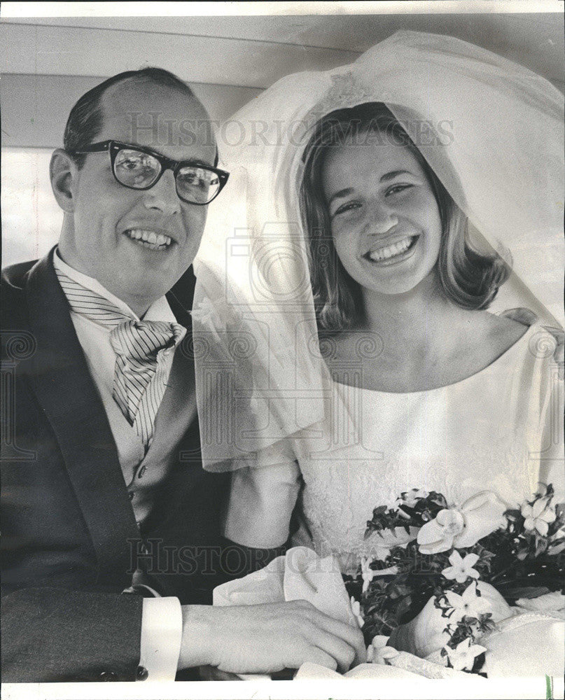 1966 Press Photo Mr & Mrs John K Nots Jr after Wedding Ceremony - Historic Images