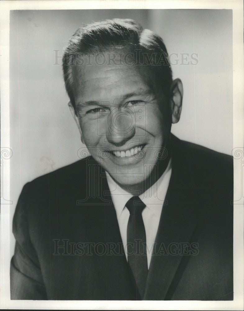 Press Photo Official Host for Grossman Clothing Company Richard Eastham - Historic Images
