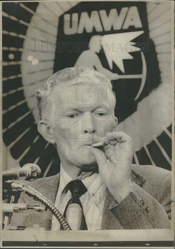 1974 Press Photo United Mine Workers President Arnold Miller Smokes Conference - Historic Images