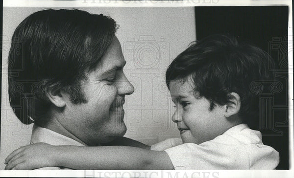 1979 Press Photo Civil Rights Activist Richard Morrisoe Reunited With Son - Historic Images