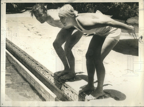 1933 Press Photo Elliott Roosevelt & Helene Madison Dive into Swimming Pool - Historic Images