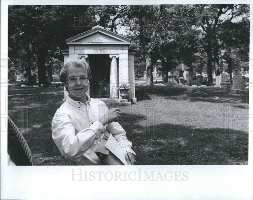 1993 Press Photo Cemetery Historian David Wendell - Historic Images