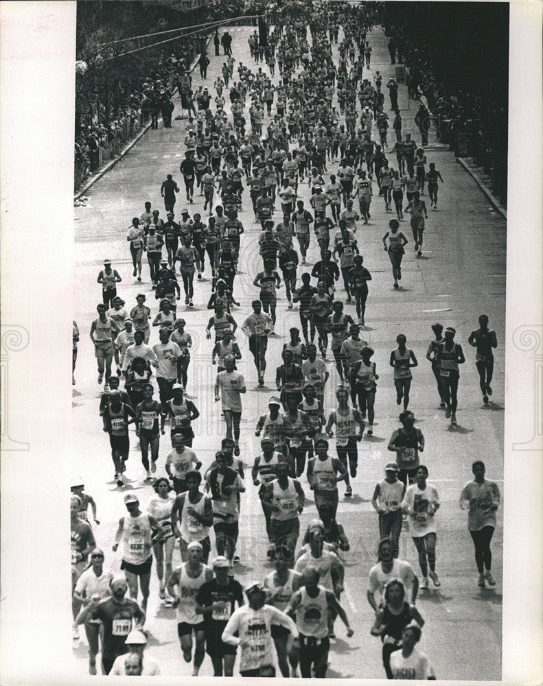 1992 Press Photo Thousands Arrive for Marathon at Boylston Street - Historic Images