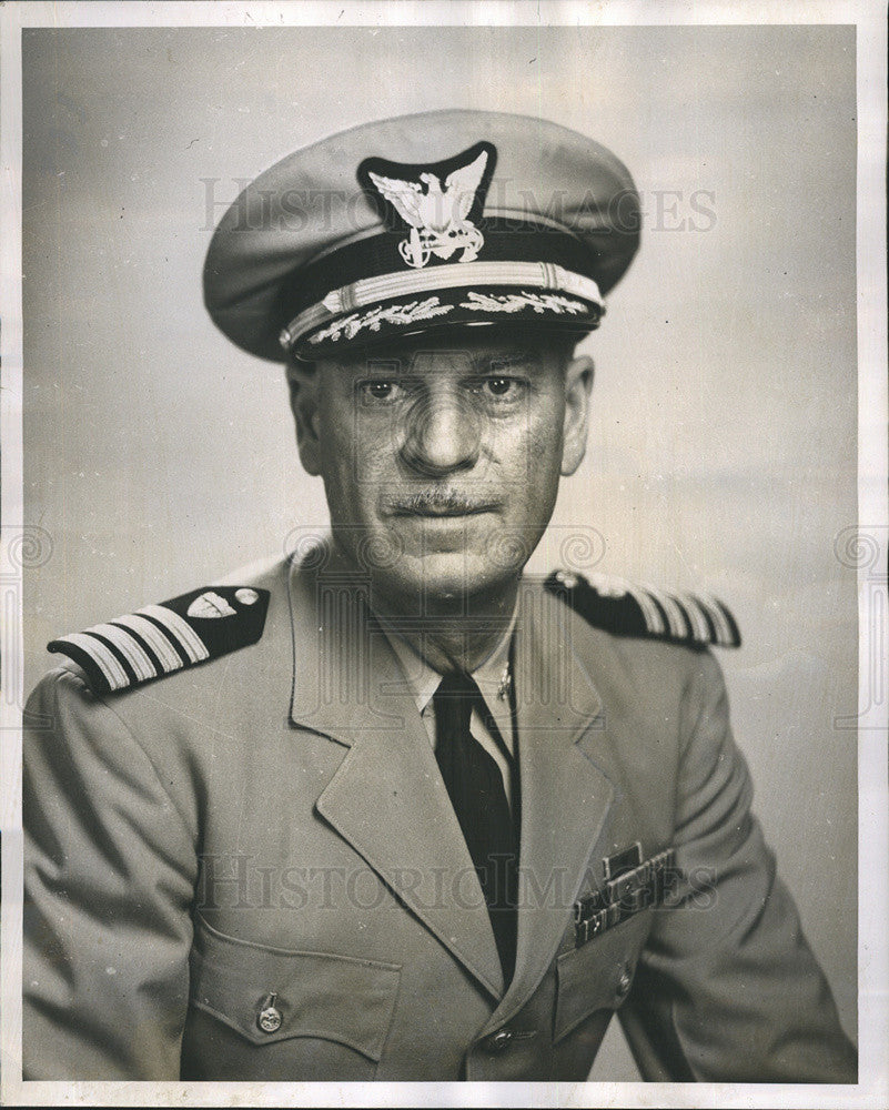 1952 Press Photo Captain R.H. French/Chief Operations/Coast Guard - Historic Images