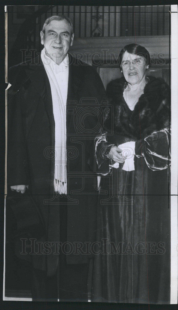 1941 Press photo of Chief Justice Harlan Stone of United States with wife. - Historic Images