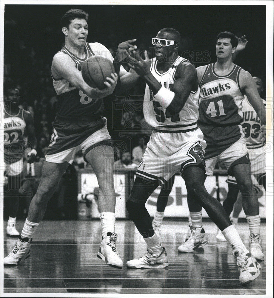 1982 Press Photo Horace Grant And Alexander Volkov In Bulls VS Hawks Game - Historic Images