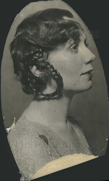 1929 Press Photo Conroy displays Louise Hoops ear painted contrast hair - Historic Images