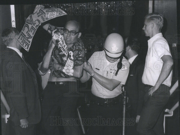 1968 Press Photo Oren Mahus Arrested For Protest - Historic Images