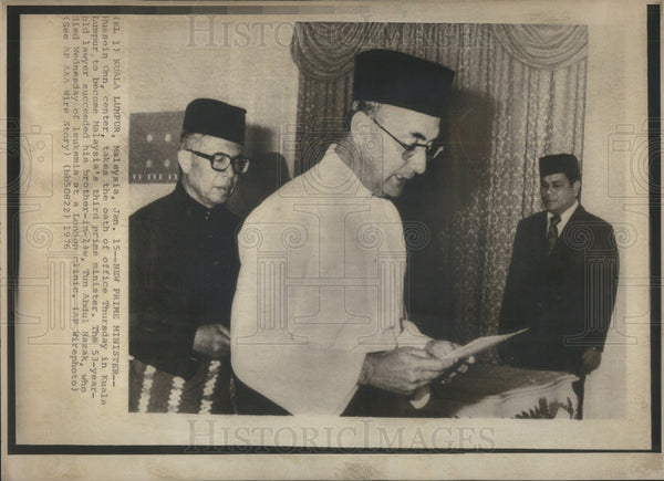 1976 Press Photo Malaysia Prime Minister Hussein Onn Takes The Oath Of Office - Historic Images