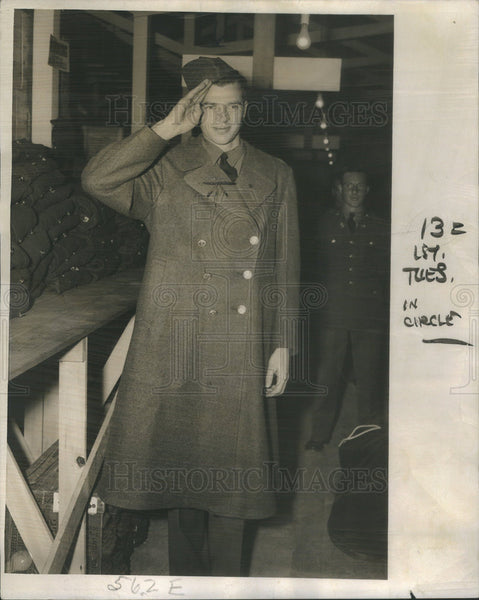 1940 Press Photo James Manning Reports For Military Duty At Fort Sheridan - Historic Images