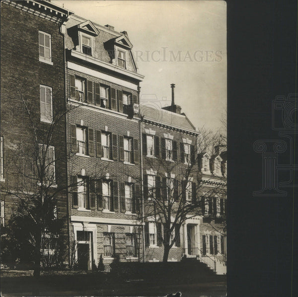 1916 Press Photo Crib Built Out Of Window Shown Outside Of Wm G McAdee Home - Historic Images