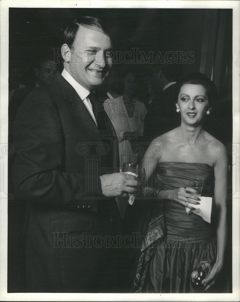 1982 Press Photo Herbert Scrader Pres Joseph Shoes And Wife Drink To Fantasy - Historic Images