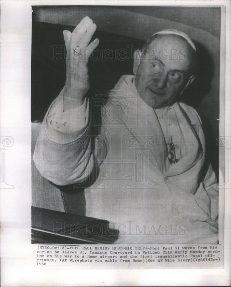 1965 Press Photo Pope Paul VI Waves From Car As He Leaves St Damasus Courtyard - Historic Images