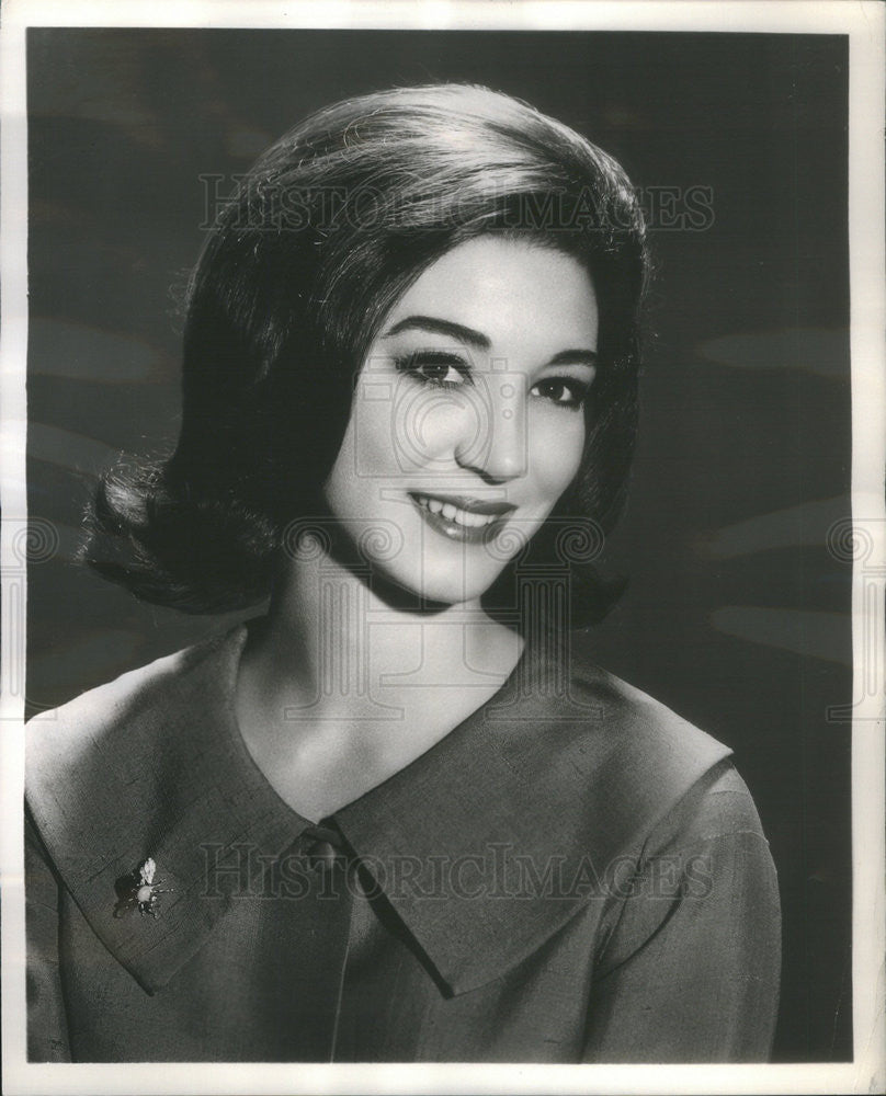 "1965 Press Photo Actress Julie Payne, ""Miss Bishop"" - Historic Images"
