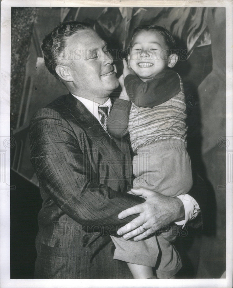 1957 Press Photo Bob Pierce President World Vision Kid Adopted Dickie Roskam - Historic Images