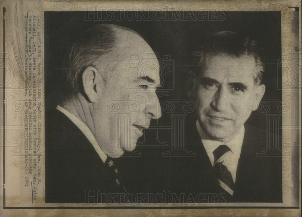 1971 Press Photo Attorney Generals Julio Sanchez Vargas John Mitchell Washington - Historic Images