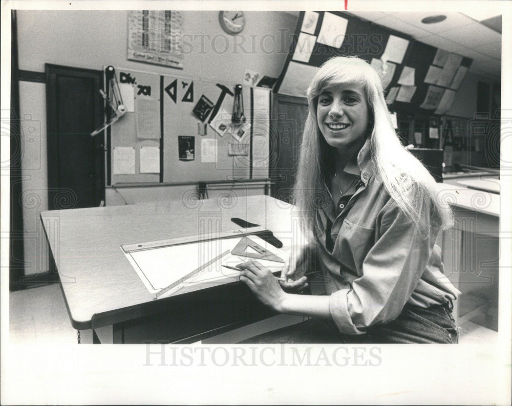 1968 Press Photo Tamara Samules and Head of her Class at Von Stuhen School - Historic Images