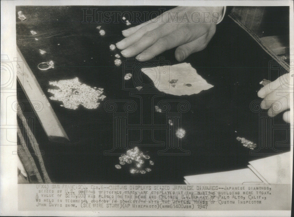 1947 Press Photo Japanese Diamonds seized from Col. E.J. Murray - Historic Images