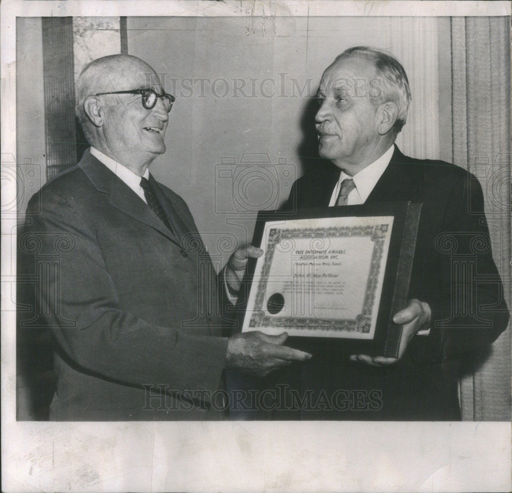 1962 Press Photo FEAA American Success Story Award Presented To John MacArthur - Historic Images