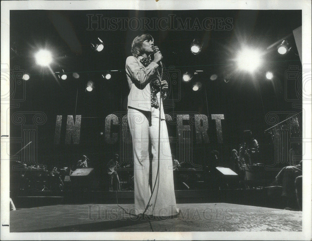 1974 Press Photo Singer Anne Murray Performs In Concert - Historic Images