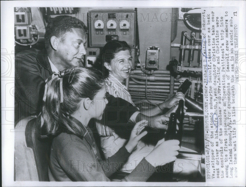 1957 Press Photo Cmdr Richard Laning Lets His Wife & Daughter Steer Seawolf - Historic Images