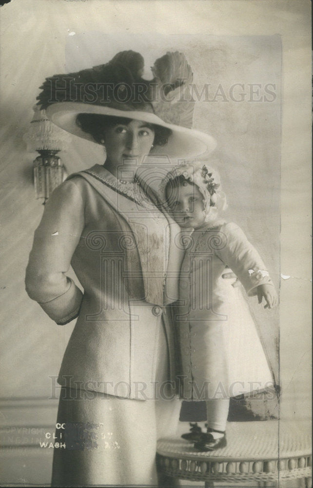 Press Photo E.B. Mclan and her baby - Historic Images
