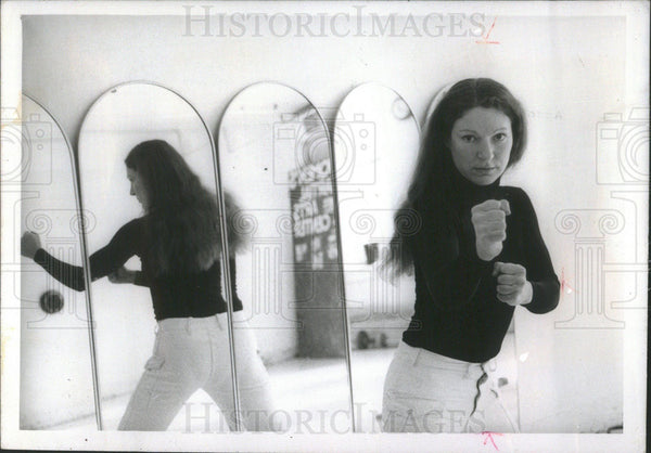 1975 Press Photo Susan Murdock, black belt in goju karate. - Historic Images