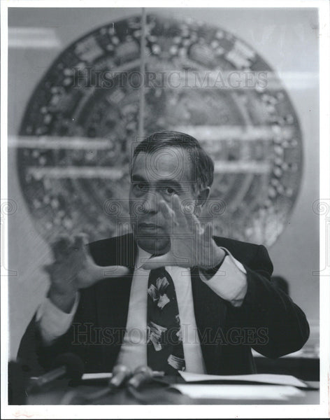 1992 Press Photo Oliver A Farres, Mexican Consulate in the Midwest - Historic Images