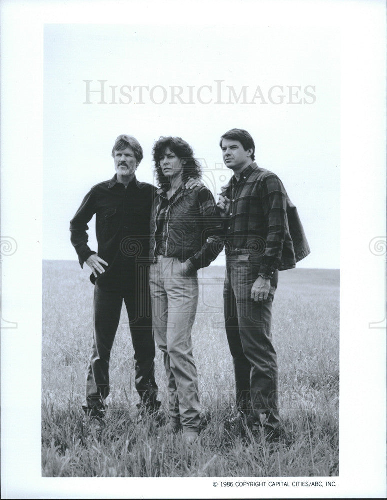 "1987 Press Photo Kris Kristofferson, Christine Lahti & Robert Urich in ""Amerika"" - Historic Images"