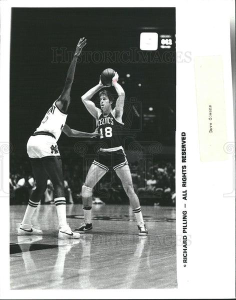 1969 Press Photo '69 Celtics Defense Richard Pilling on the court. - Historic Images