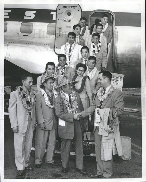 1956 Press Photo George Wilson and Dr Harry J Kurisak with Hawaian judo team - Historic Images