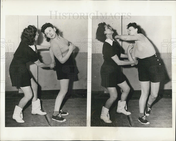 1942 Press Photo Girls at YWCA learn self defense - Historic Images