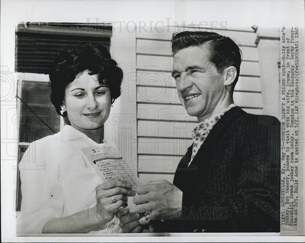 1960 Press Photo Bob Uasery,k jockey with his wife, Irene, Kentucky Derby - Historic Images