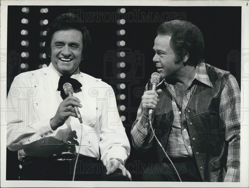 1977 Press Photo Johnny Cash And Roy Clark \