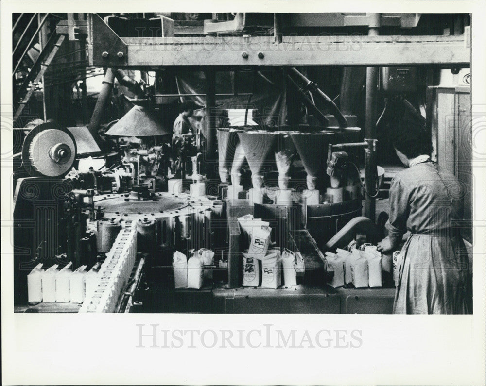 1985 Press Photo  France Labor Massandre Sugar Mill - Historic Images