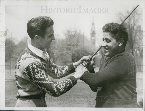 1947 Press Photo Bill Driscoll shows Sal Zabbo how to hold the club - Historic Images