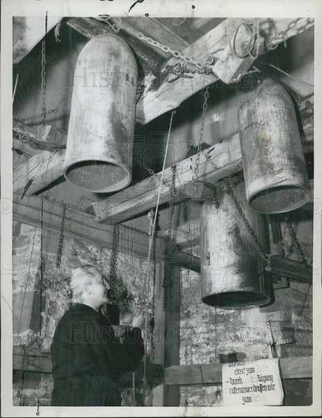 1958 Press Photo Leonie Centner West Germany Bombs Turned Bells - Historic Images