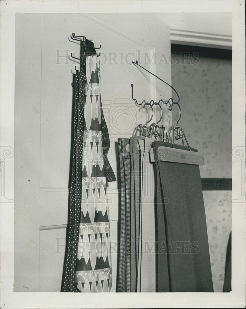 1951 Press Photo SpindleTie Rack - Historic Images