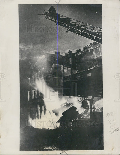 1941 Press Photo Fires set by night raid by German Airmen over London - Historic Images