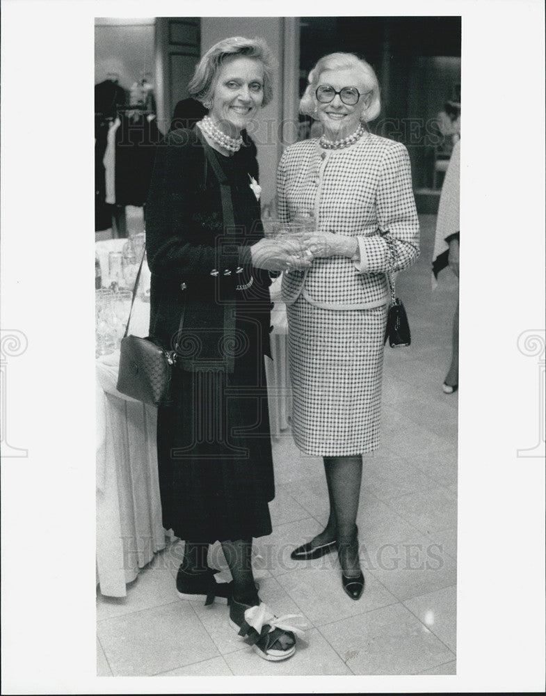 1992 Press Photo Biba Roesch left & Florence Sewell at fashion show. - Historic Images