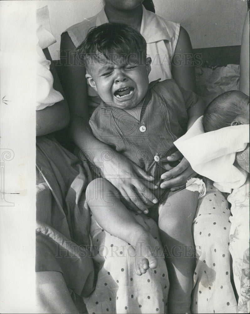 1962 Press Photo Honduras, child crying, sick after the May rains. - Historic Images