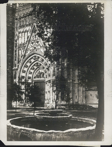 1929 Press Photo oranges and stained windows Cathedral of Seville in Spain - Historic Images