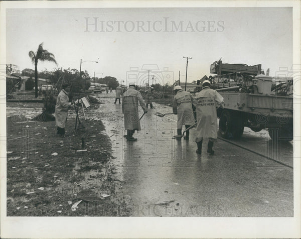 1966 Press Photo Pinellas County Florida Tornado Damage/Sanitation Crews - Historic Images