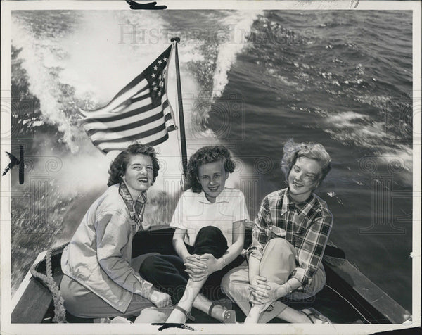 1958 Press Photo Speedboat Ride on Blue Wisconsin Lake - Historic Images