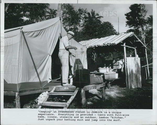1974 Press Photo of campers at Strawberry Fields in Jamaica - Historic Images