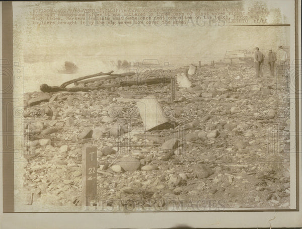 1969 Press Photo Workmen Survey Flood Damage to Faria Campground, California - Historic Images